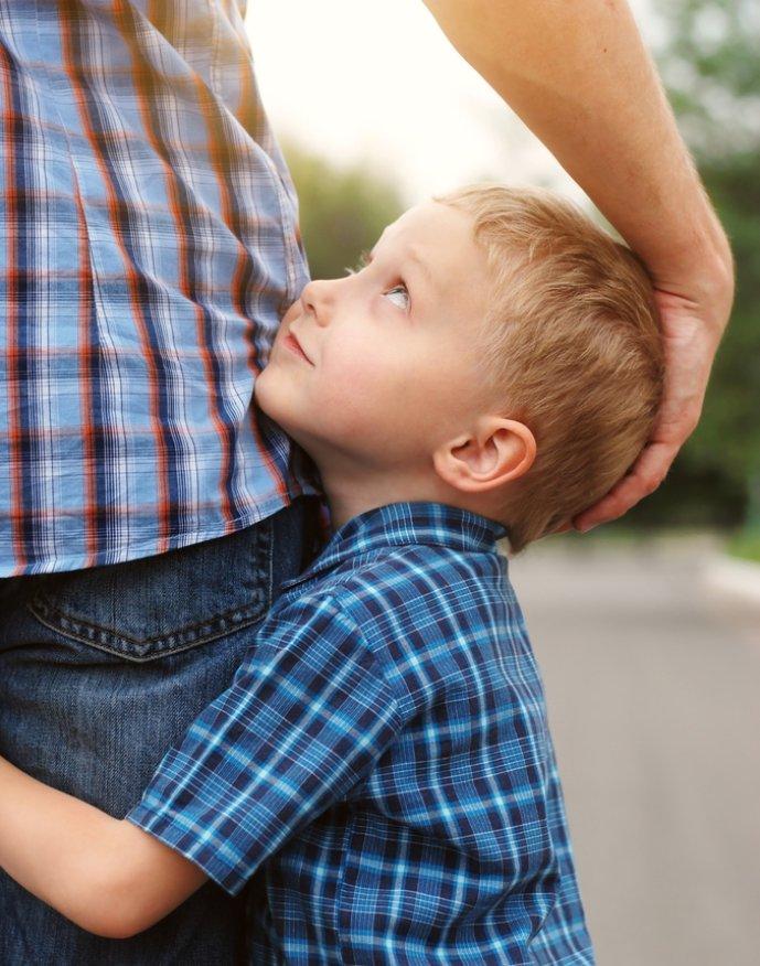 Как оккурано обнять мальчика